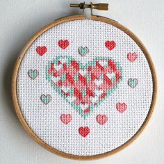 Modern cross stitch pattern pdf Exploding heart por BoboStitch