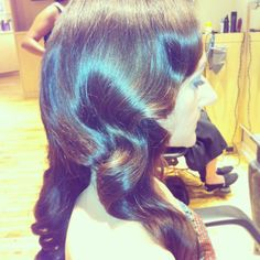 www.chicagostylelust.com Bridal hair down with vintage waves. 1920 hair. 1930 hair. Retro hair style. Bride hair. Bridesmaid down hairstyle. Party or special occasion hair. Wedding hair. Brunette hair style. wavy hair style. waves. curls