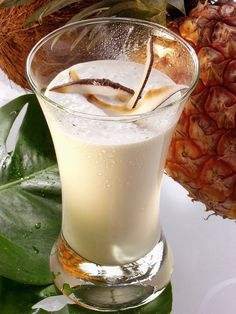 Ananas-Smoothie mit Kokosmilch - smarter - Zeit: 10 Min. | eatsmarter.de