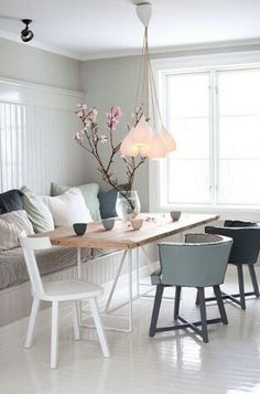 Design idea for small dining room for apartment. Love the table