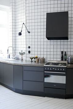 Kitchen PickyLiving IKEA kakel svart kök smeg Sköna Hem