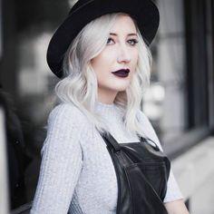 Cabelos acinzentados Granny Hair – Hot or Not? | DESACOMODA. Granny hair vem fazendo a cabeça das fashionistas, cabelo cinza tá na moda sim... Mas e aí, aderir ou não aderir a essa beauty trend?