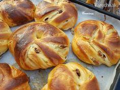 Výborné koláče, ktoré si s troškou námahy pripravíte aj vy sami doma 😊😉 Bread Dough Recipe, Food And Drink, Sweets, Homemade, Meals, Cookies, Recipes, Nova, Buns