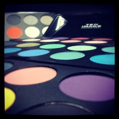 Full of colour!! #makeup #maquillaje #cazcarra #shadows #eyes #looks