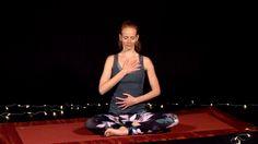 Naštartujte svoje telo aj myseľ krátkym cvičením jógy, nachystaným špeciálne na ráno.