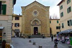 В Тоскану в феврале - Ареццо... Церковь Сан Микеле (13 век), неоготический фасад Джузеппе Кастеллуччи, датируемый началом 20 века, и колокольней 14 в.