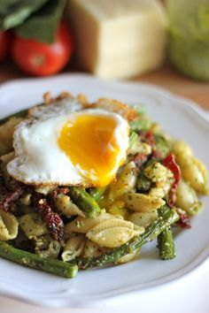 pesto pasta with sun dried tomatoes and roasted asparagus, via damn delicious