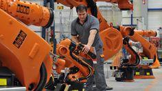 """Der Anlagenbauer Voith übernimmt den Roboterhersteller Kuka und setzt auf """"Industrie 4.0"""". Quelle: dpa"""