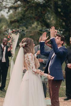 Casamento no celeiro com detalhes apaixonantes - Berries and Love Wedding Goals, Wedding Pics, Wedding Couples, Wedding Events, Wedding Styles, Dream Wedding, Wedding Dresses, Wedding Ideas, Wedding Veil