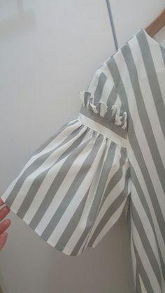 Прикрепленное изображение - Women's style: Patterns of sustainability Kurti Sleeves Design, Sleeves Designs For Dresses, Sleeve Designs, Blouse Designs, Fashion Details, Diy Fashion, Ideias Fashion, Fashion Outfits, Womens Fashion