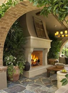 Ideas for outdoor fireplaces and firepits | http://homechanneltv.blogspot.com/2014/09/fantastic-fire-pits-and-outdoor.html #outdoorliving