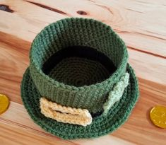 leprechaun hat with buckle and shamrock appliques. photo shows empty hat like a bowl. Easter Crochet, Knit Or Crochet, Crochet Crafts, Crochet Projects, Free Crochet, Crochet Ideas, Leprechaun Hats, St Patrick's Day Decorations, Sewing Circles