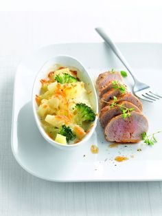 Een overheerlijke gegratineerde aardappeltjes met varkenshaasje, knolselder en schorseneren, die maak je met dit recept. Smakelijk!
