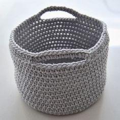 Baskets of Lammy Hawai – real studio - Pillow Shop Crochet Home, Diy Crochet, Cotton Cord, Diy Accessoires, Chrochet, Yarn Crafts, Crochet Projects, Free Pattern, Crochet Patterns