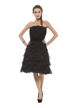 Vestido curto tomara que caia em renda com camadas em leques. Cod. 101318
