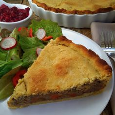 A vegan version of the French-Canadian tourtiere, or meat pie, made with mushrooms, chickpeas and a warming mix of spices. The crust is also vegan, made with olive oil and vodka. Enjoy this hearty pie throughout the winter months. Canadian Dishes, Canadian Food, Delicious Vegan Recipes, Vegetarian Recipes, Vegan Meals, Delicious Dishes, Vegan Foods, La Tourtiere, Whole Food Recipes