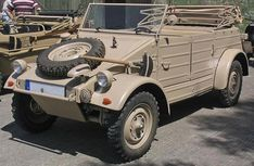 WWII era Kübelwagen was VW's answer to the American Jeep. It was built on the bug chassis but featured typical military bare bones styling. Auto Volkswagen, Volkswagen Models, Army Vehicles, Armored Vehicles, Bugatti, Lamborghini, Rat Hod, Vw Modelle, Kdf Wagen
