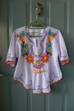 vintage el salvador rainbow embroidered tunic top. love this shirt