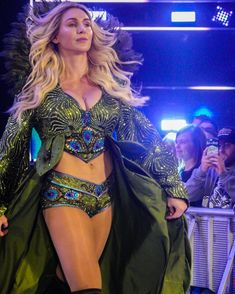Charlotte Flair✨ *photo credits to kimberlass Wrestling Superstars, Wrestling Divas, Women's Wrestling, Renee Young Wwe, Hottest Wwe Divas, Charlotte Flair Wwe, Wwe Female Wrestlers, Wwe Girls, Beautiful Girl Image