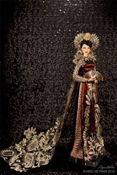 Miss Beauty Doll - National Costume - Miss Vietnam Vietnamese Traditional Dress, Vietnamese Dress, Traditional Dresses, Couture Fashion, Fashion Dolls, Vietnam Costume, Miss Vietnam, Vintage Outfits, Vintage Fashion