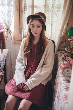 Loose Two-Pocket Button Up Knit Cardigan CHLO.D.MANON   #chunkyknit #cute #sweet #vintage #koreanfashion #falltrend #autumnlook #seoul  #kstyle #loosefit #trendy