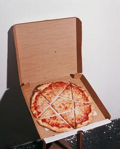 pizza satan 666 satanic pentagram i love pizza eat pizza satan pizza Supernatural Party, I Want Pizza, Night In The Wood, Young Avengers, Sabrina Spellman, Buffy The Vampire Slayer, Yule, Nom Nom, Religion