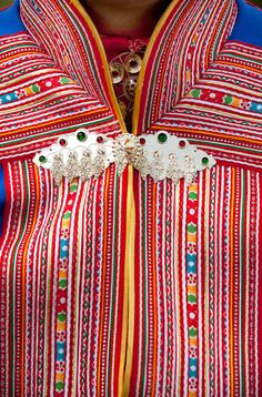 Sami man's costume features yards and yards of ribbons Lofoten, Olympic Crafts, European Costumes, Costumes Around The World, Lappland, Folk Costume, Textiles, World Cultures, Traditional Dresses