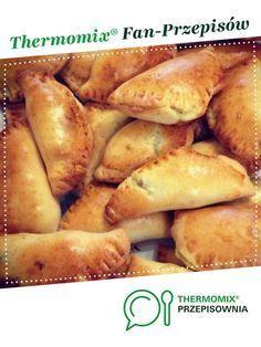 Pierogi z piekarnika jest to przepis stworzony przez użytkownika mmoussa. Ten przepis na Thermomix® znajdziesz w kategorii Inne dania główne na www.przepisownia.pl, społeczności Thermomix®. Polish Recipes, Confectionery, Bread Baking, Hot Dog Buns, Food To Make, Pierogi, Food And Drink, Cooking Recipes, Vegetarian