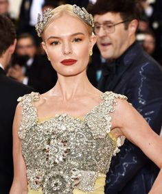 Met Gala Red Carpet Beauty Looks 2016 | All the beauty looks you need to see from this year's MET Gala. #refinery29 http://www.refinery29.com/2016/05/109786/met-gala-beauty-looks-2016