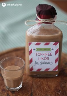 Toffifee Liqueur - Christmas Liqueur Recipe - PAMK Happy and Lucky .- Toffifee Likör – Weihnachtslikör Rezept – PAMK Froh und lecker Toffifee Liqueur – Christmas Liqueur Recipe – PAMK Happy and delicious - Ree Drummond, Food Items, Diy Food, Smoothies, Food And Drink, Sweets, Stuffed Peppers, Homemade, Gifts