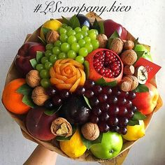 Edible Centerpieces, Edible Bouquets, Fruit Decorations, Diy Food Gifts, Fruit Gifts, Food Crafts, Food Bouquet, Gift Bouquet, Vegetable Bouquet