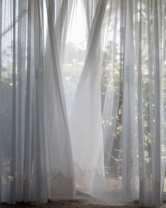 {<3} open windows. fresh clean breezy.