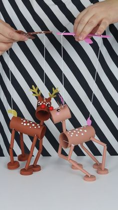 Marionett dolls, Christmas reindeers made by toilet rolls - Diy Home Crafts Diy Home Crafts, Craft Projects, Crafts For Kids, Arts And Crafts, Paper Crafts, Upcycled Crafts, Marionette Puppet, Puppets, Toilet Roll Craft