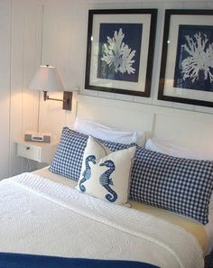 Camera piccola nei colori bianco e blu