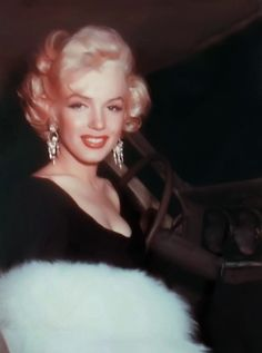 Marilyn Monroe *--------------*
