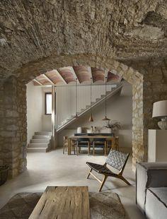 Elementos arquitectónicos tradicionales de la masía catalana conservados en este proyecto de interiorismo de Tronc3. Kelly Behun, New Homes, Around The Worlds, House, Country, Bed, Outdoor, Furniture, Instagram