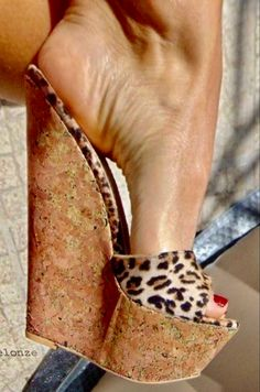 Sexy Legs And Heels, Hot High Heels, Womens High Heels, Wedge Sandals, Beautiful High Heels, Gorgeous Feet, Long Toenails, Frauen In High Heels, Sexy Toes