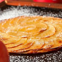 Tarta fina de manzana Great Desserts, Delicious Desserts, Yummy Food, Apple Pie Recipes, Sweets Recipes, Rustic Food Photography, Sweet Pie, Galette, Sweet And Salty