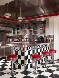 Wohnideen retro Küche schwarz weiß rot autorennfahrt