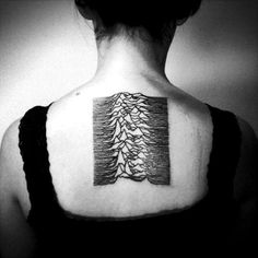 MUSICA E TATUAGGI: 1. Oasis 2. The Smiths 3. The Libertines 4. The Cure 5. Sonic Youth 6. Blur 7. David Bowie 8. Joy Division 9. Arctic Monkeys