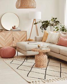 Bedroom Decor For Women, Diy Bedroom Decor, Home Room Design, Living Room Designs, Living Room Inspiration, Home Decor Inspiration, Chic Living Room, Living Room Decor, Pouf Design