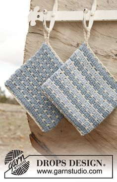 """Blue motion / DROPS Extra - free crochet patterns by DROPS design - DROPS Extra – Crocheted DROPS potholder in """"Paris"""" with stripes. – Free oppskrift by - Crochet Potholder Patterns, Crochet Dishcloths, Knitting Patterns Free, Free Pattern, Free Knitting, Crochet Sheep, Free Crochet, Knit Crochet, Crochet Kitchen"""