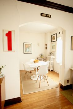 Kate of Wit and Delight's Apartment // Dining Room Love