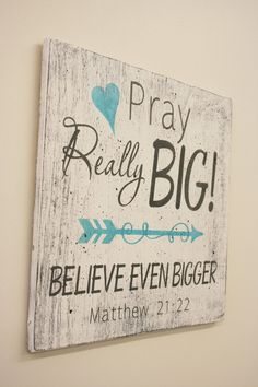 Pray Really Big Believe Even Bigger Wood Sign Christian Wall Art Inspirational Sign Distressed Wood Wall Decor Shabby Chic Matthew 21 Diy Wood Projects, Wood Crafts, Christian Wall Art, Christian Life, Christian Signs, Christian Decor, Distressed Wood Wall, Do It Yourself Furniture, Diy Wood Signs
