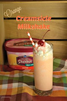 Orange creamsicle milkshakes are a refreshing and flavorful treat that reminds me of the orange push-ups we would eat all summer long as kids. Homemade Milkshake, Milkshake Recipes, Smoothie Recipes, Orange Milkshake Recipe, Creamsicle Milkshake Recipe, Orange Creamsicle Drink, Milkshake Drink, Orange Sherbert, Homemade Popsicles