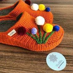 Crochet Shoes, Crochet Slippers, Knit Crochet, Knitting Socks, Knit Socks, Beanie, Diy, Hats, Handmade