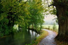 (by Porgyfish) Nice trail Beautiful Places, Beautiful Pictures, Devon England, Irish Sea, North Sea, Small Island, Pathways, The Great Outdoors, Places To Go