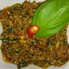 Lekkere verse rode pesto maken leer je op deze pagina! Zelf pesto rosso maken is zo gepiept, erg lekker en een smaakmaker in allerlei Italiaanse gerechten.