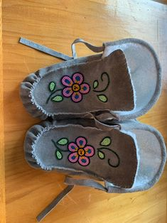 Size Ladies Hand beaded fringe lace up bootie made from cowhide and seed beads with soft pile lining. Beaded Moccasins, Leather Moccasins, Beadwork, Beading, Fringe Booties, Leather Projects, Large Flowers, Bead Patterns, Sewing Ideas