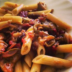 In questa stupenda #domenica abbiamo preparato #pennette con #zucchine, #uva #passa, #cipolla, #pomodoro, #pinoli, #olio e #sale! #buonpranzo da tutto lo staff di #ricettelastminute! #love #food #foodie #instafood #instaphoto #cook #cibo #pranzo